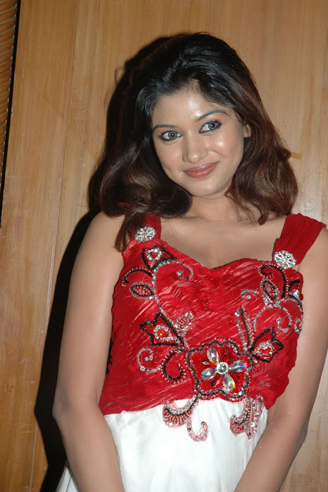 oviya helen new cute stills