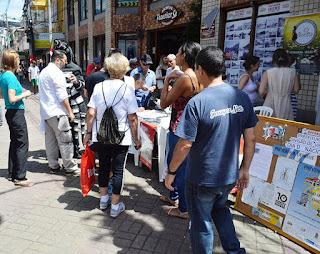 Campanha de combate ao mosquito Aedes aegypti movimenta a Calçada da Fama, no centro da cidade