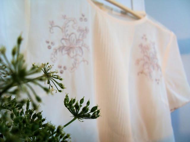 flowers, shabby chic, vintage, fashion, lazzari, lazzari clothes, dress, mustard yellow, tricot dress, knitwear, lace, lace blouse, cream lace, silk, powder pink, powder pink silk, silk blouse