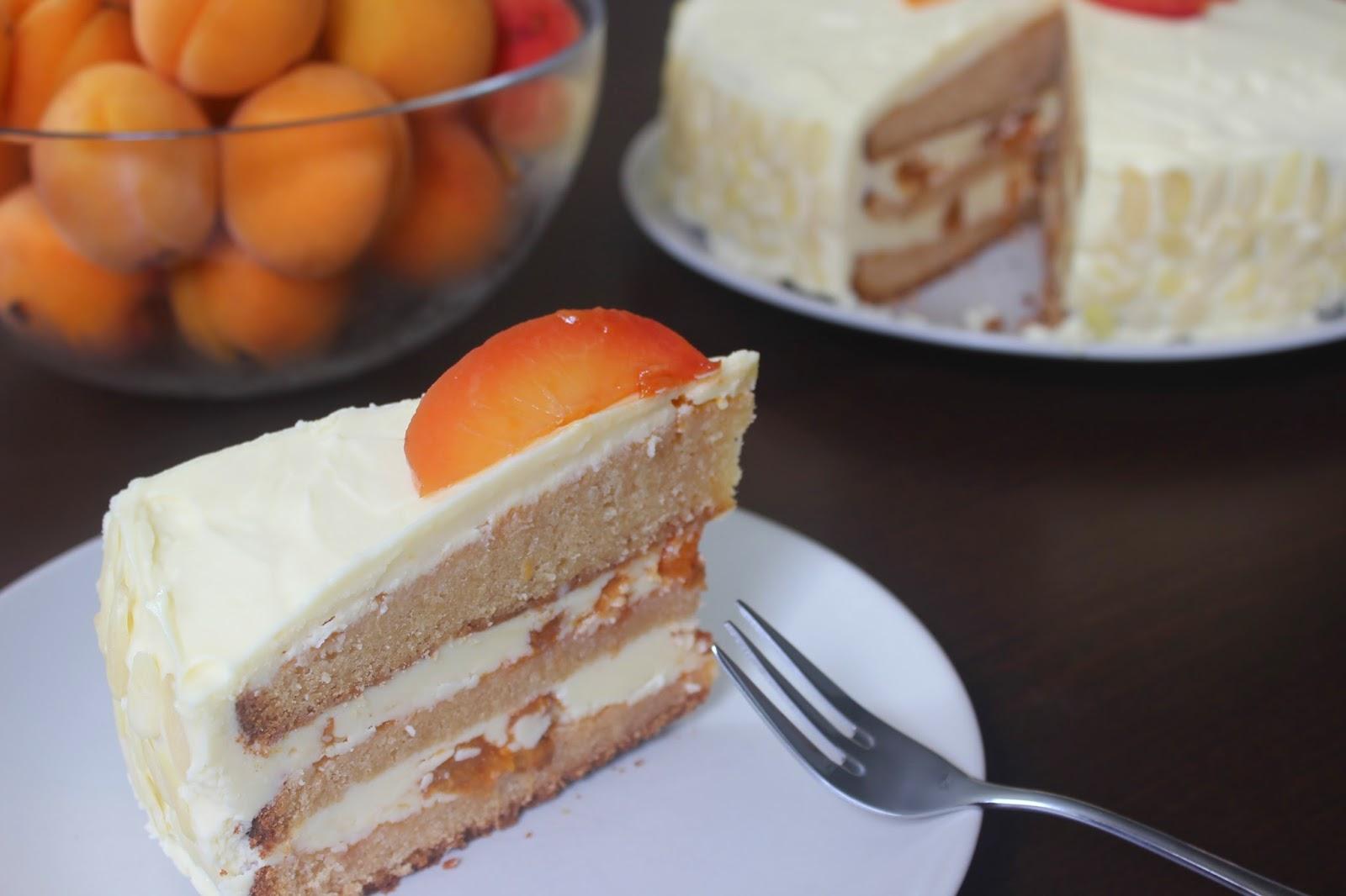 Torta z bielej čokolády s marhulami a maslovým krémom z bielej čokolády