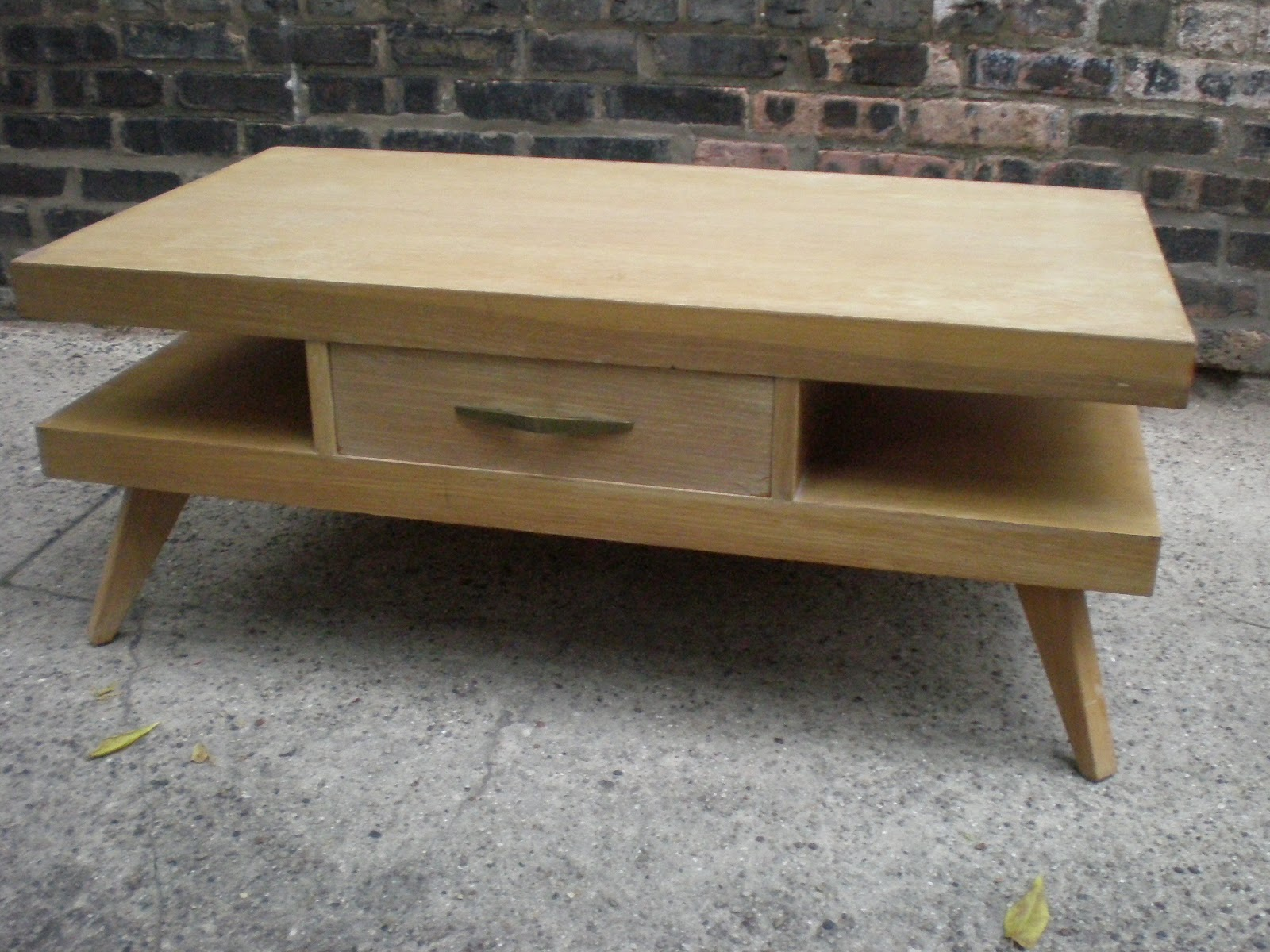 Superbe Springfield Furniture Works Blonde Coffee Table
