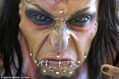 Lelaki Ambil Masa 11 Tahun Ubah Diri Menjadi Setan