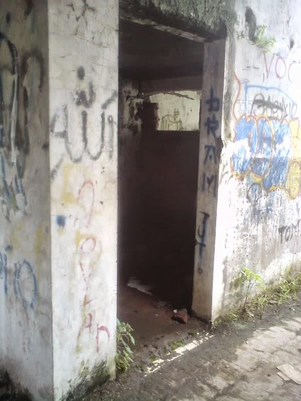 rumah hantu darmo kamar mandi lantai 2
