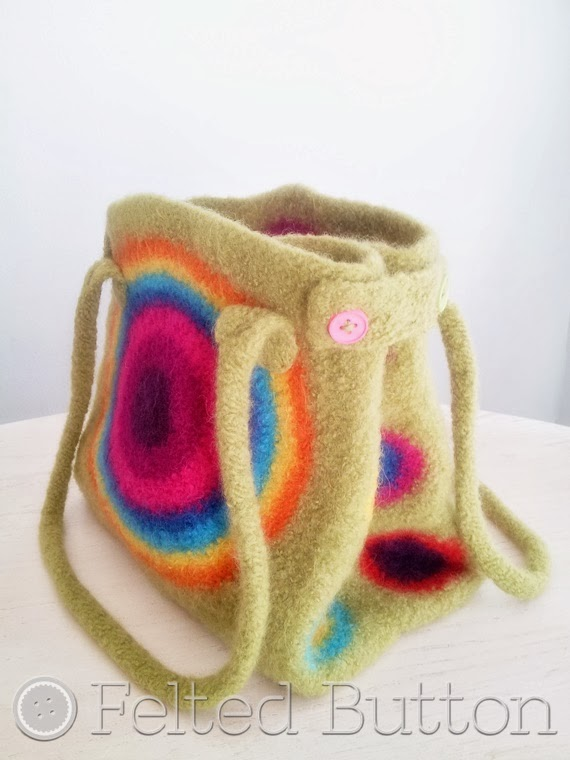 As you might have noticed from the name Felted Button that I love felt ...