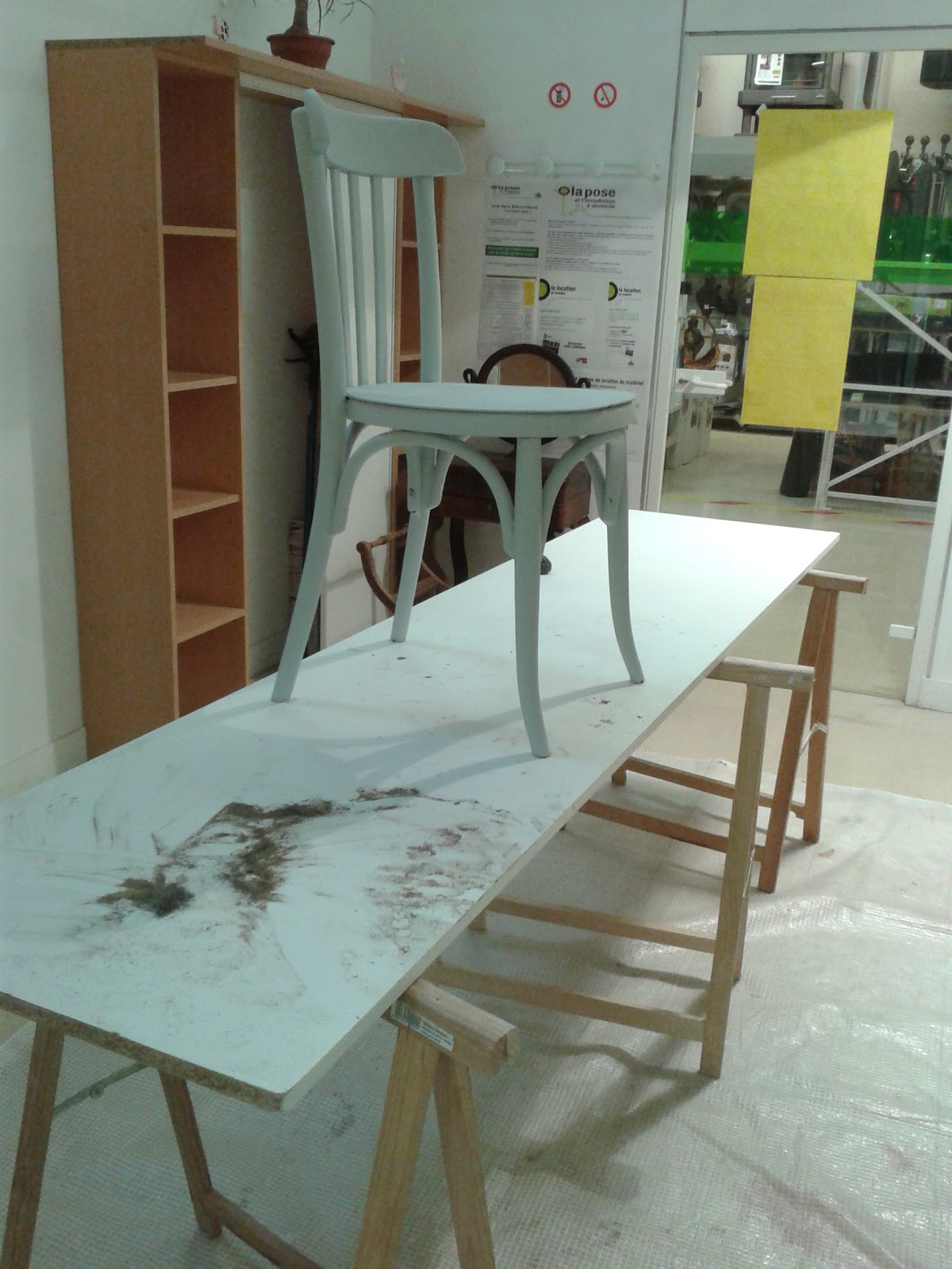 peinture sur meuble cours de bricolage leroy merlin. Black Bedroom Furniture Sets. Home Design Ideas