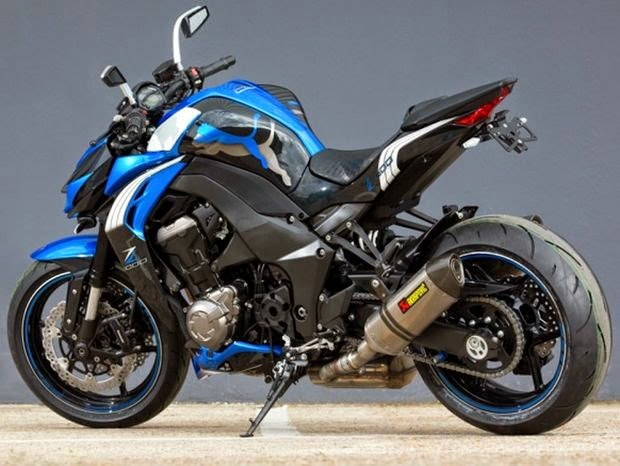 Moto Kawasaki Z1000 Puma edition com visual agressivo