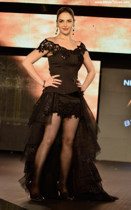 Hot Esha Deol Latest Ramp Walk Pics - Aug 2011