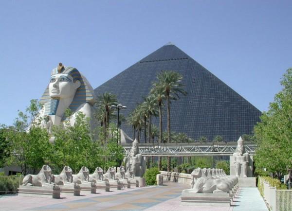 Najskuplje ,neobične ,čudne hotelske sobe i hoteli  - Page 2 Luxor-Las-Vegas