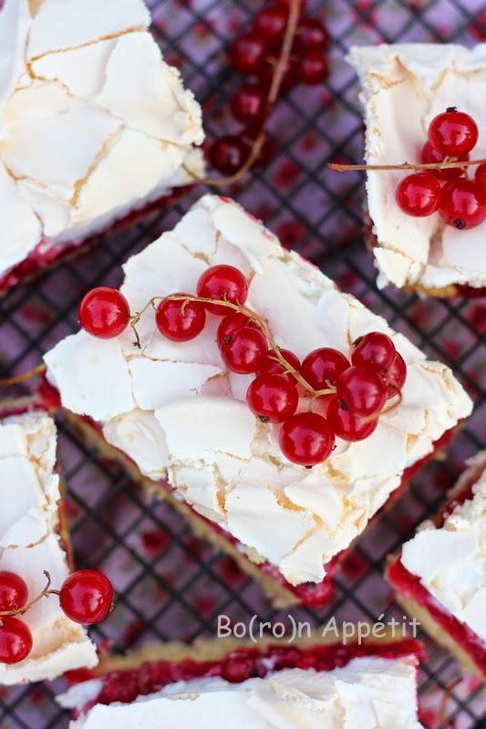 Ciasto z czerwonymi porzeczkami i bezą