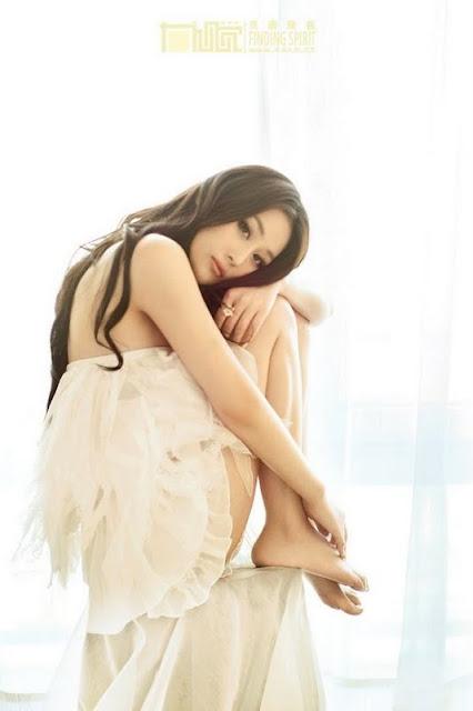 Zhang Xin Yu – lovely in white dress
