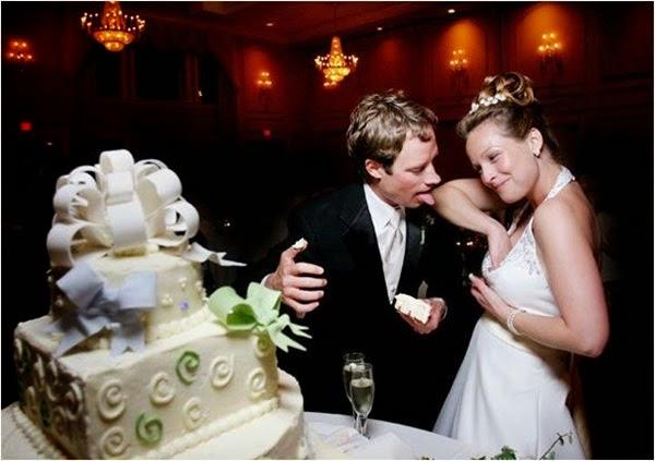 أطرف صور العروسين في حفلات الزفاف  Funny-wedding-photos-01