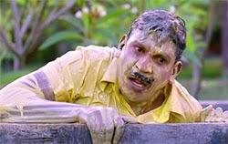 Vadivelu tries to jump inside Rajinikanth's house