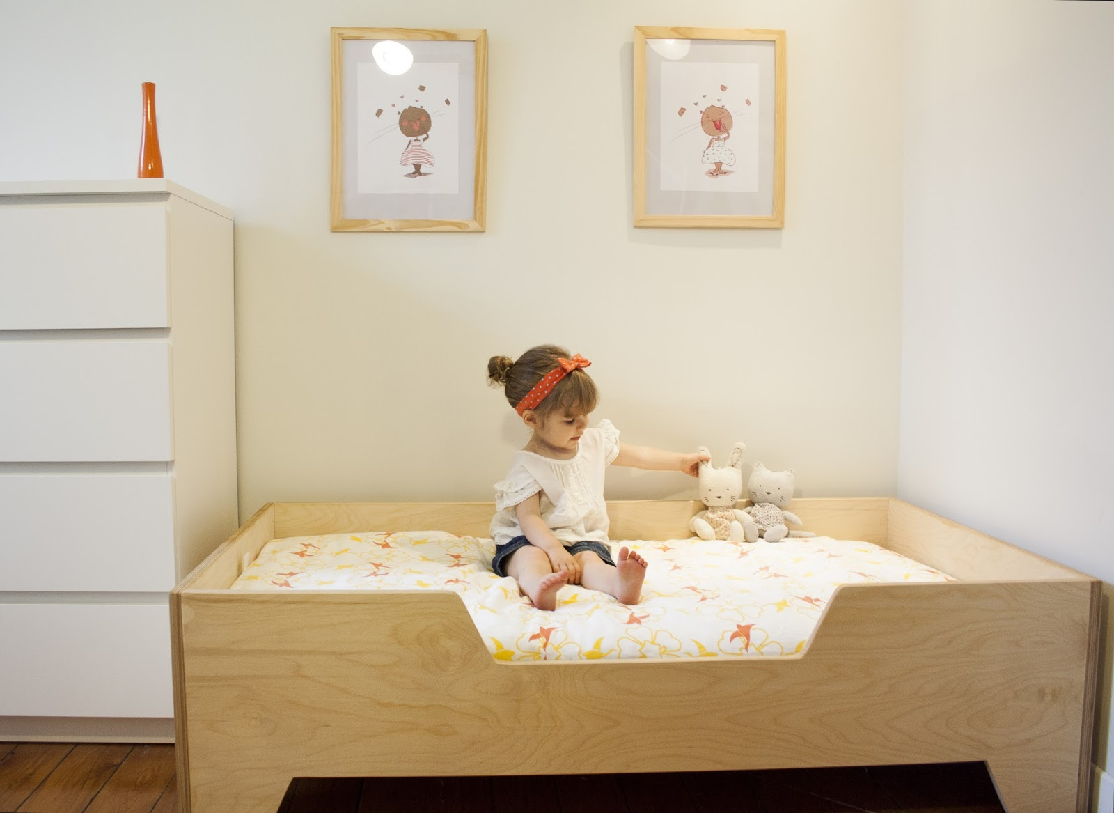 Diy projects diy toddler bed with birch plywood for Simple bed diy