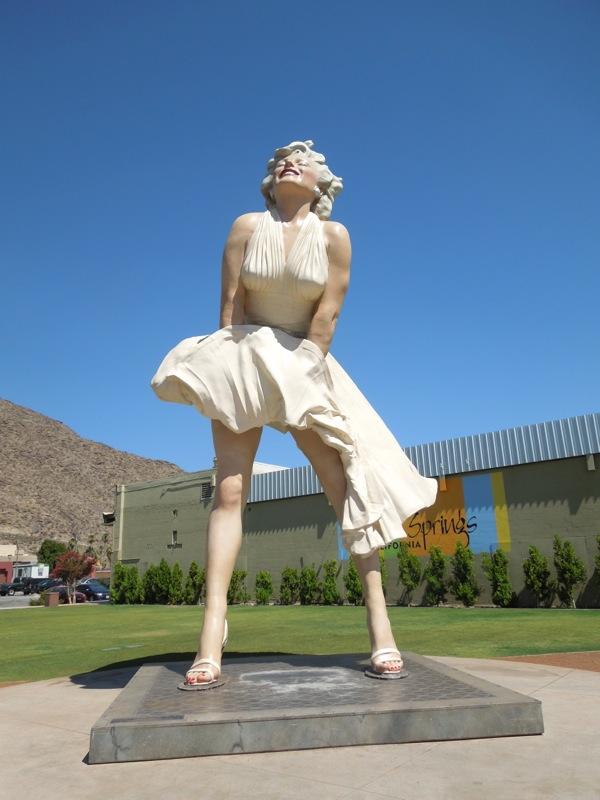 Forever Marilyn statue
