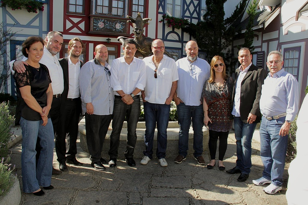 Comitiva composta por autoridades federais, estaduais e municipais visita instalações da Vila St. Gallen