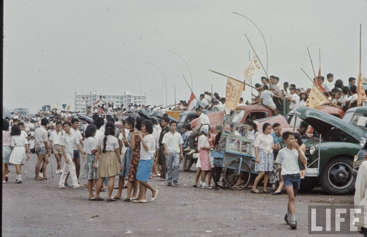 Photos of everyday life in Indonesia 50