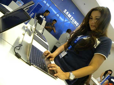 SPG di Samsung Experiental Shop, Grand Indonesia East Mall Lt. 3