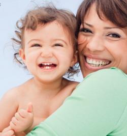 cara merawat kulit sensitif bayi, cara mewawat kulit bayi yang benar, gambar bayi lucumemandikan bayi