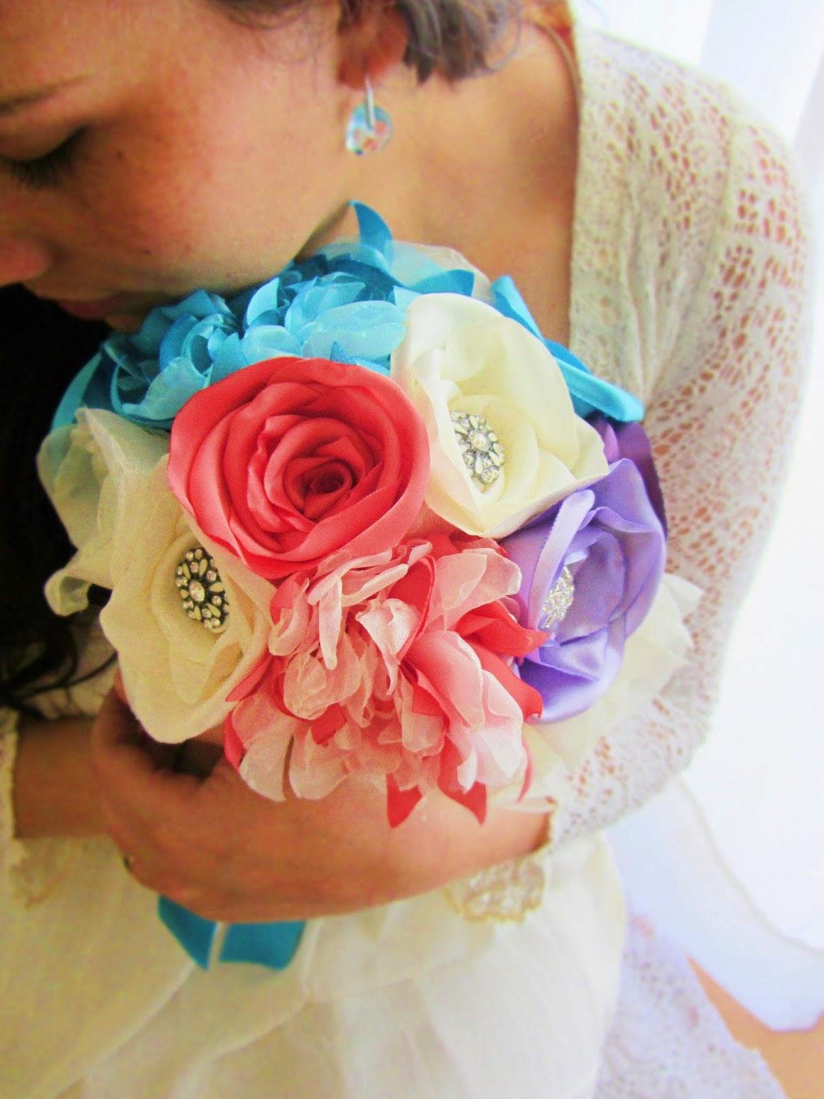 bouquet de noiva azul e coral