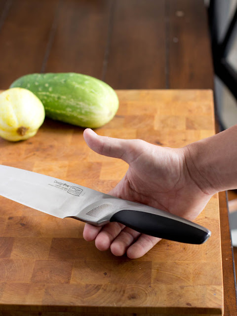 how to use a chef 39 s knife and paring knife. Black Bedroom Furniture Sets. Home Design Ideas