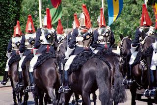 "<img src=""http://www.estoyenlondres.com"" alt=""Palacio de Buckingham Londres""/>"