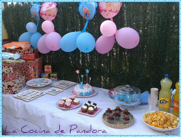 celebramos su primer cumpleaos en casa de mi madre y entre otras cosas les prepar su tarta algunos cupcakes y unas cuantas galletas decoradas