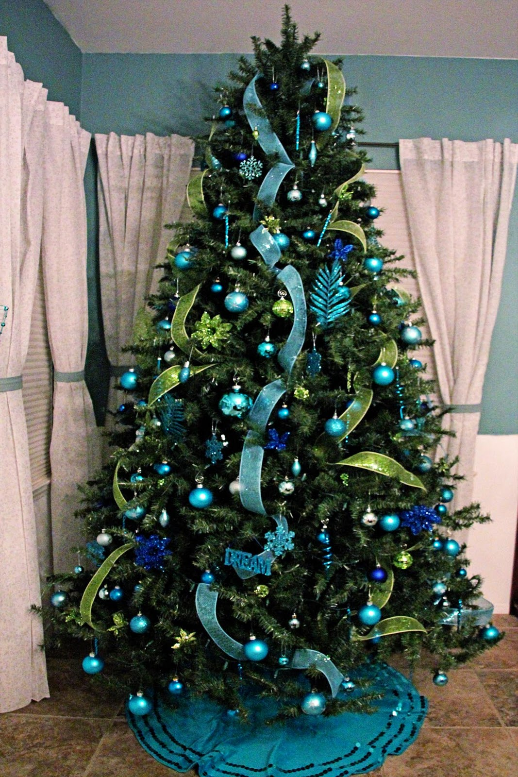 christmas tree decorations blue and green photo8 - Lime Green Christmas Tree Decorations