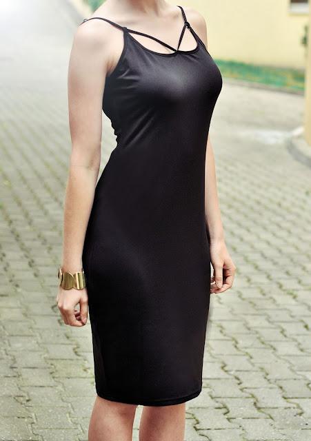 http://www.newdress.com/sexy-ladies-women-spaghetti-strap-backless-dress-bodycon-stretch-solid-dress-p-22262.html?utm_source=lb&utm_medium=cpc&utm_campaign=Fionalb76