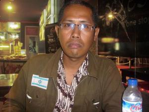 http://www.jadigitu.com/2012/12/kader-yahudi-indonesia-caleg-gerindra.html