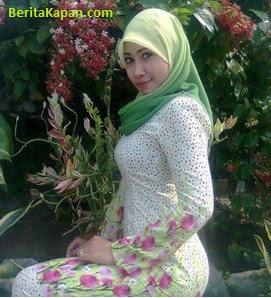 Gadis Cantik Menggunakan Hijab Warna Hijau Muda