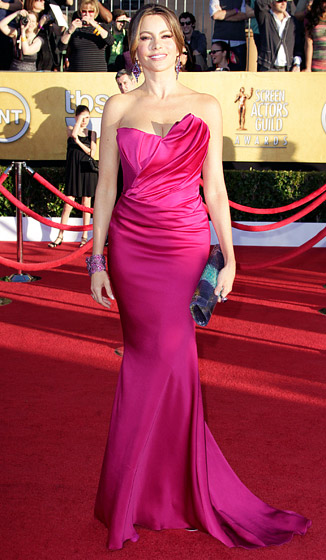 Sofia+Vergara+at+SAG+awards+in+rasberry+Marchesa+gown