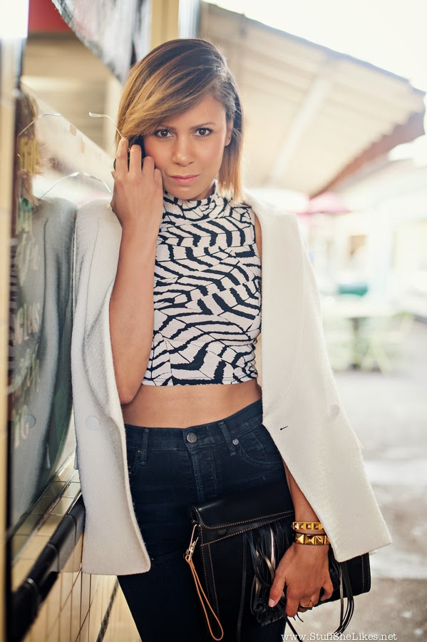 high waist jeans, Crop top, white blazer, Clutch, Black blogger, Top Blogger, Fashion Blogger, Top Fashion Blogger, Best Fashion Bloggers, Stuff She Likes, Taye Hansberry, Black girl fashion, short Hair, Creole girl