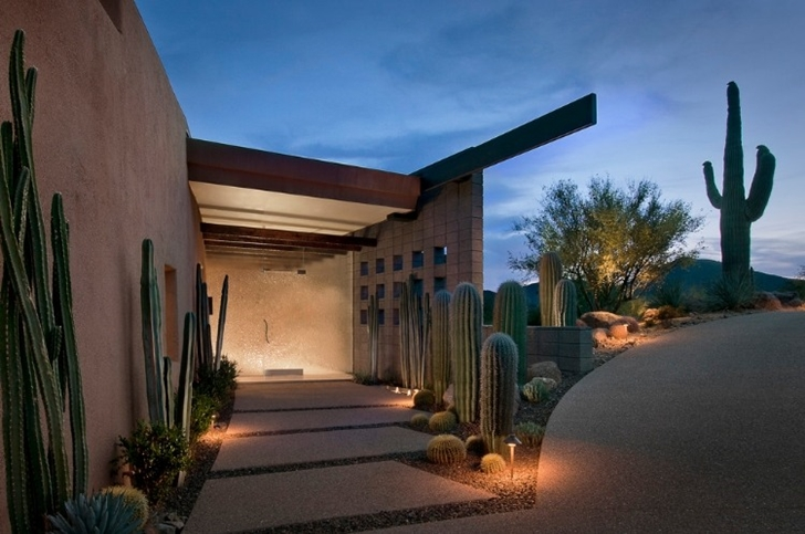 Entrance to the Modern desert home by Tate Studio