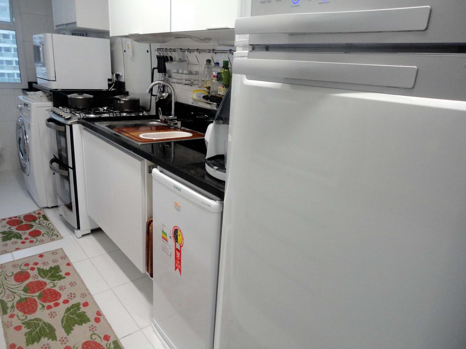 máquina de lavar louças sobre a bancada da máquina de lavar roupa #813E36 1600 1200