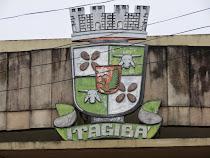 BRASÃO DE ITAGIBÁ SITUADO NA CÂMARA DE VEREADORES