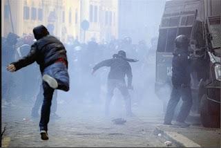 http://3.bp.blogspot.com/-BNtGpYD_zl8/ThI945EZfLI/AAAAAAAACMo/fjKrPDVap98/s1600/14122010_italia.jpg