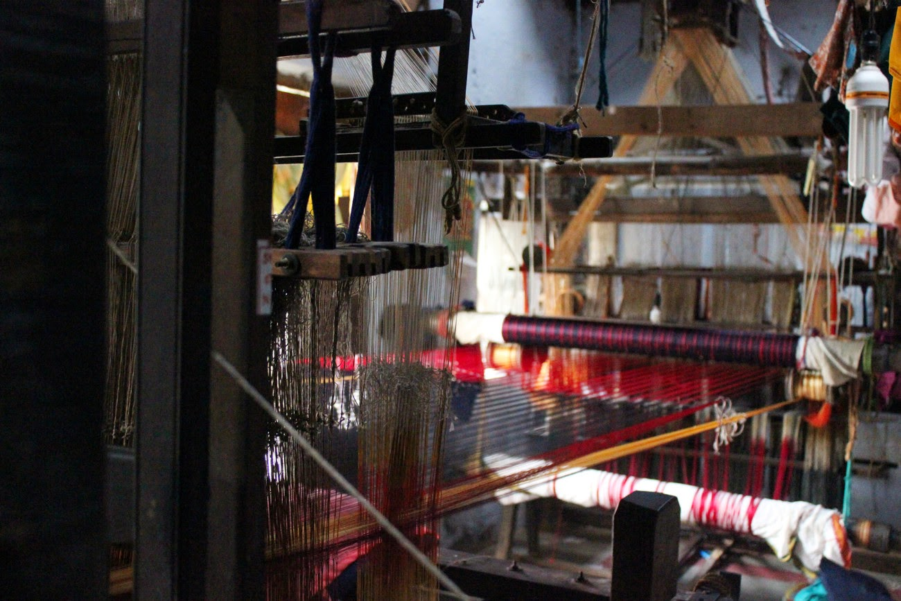 Handloom photos from Paramakudi explaining warp and weft
