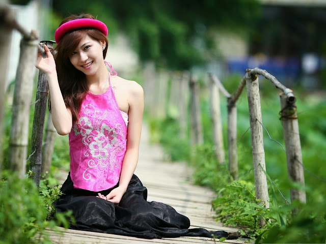 2999-Beautiful Girl Outdoor Nice Girl Smiling Great to be Close to Nature HD Wallpaperz