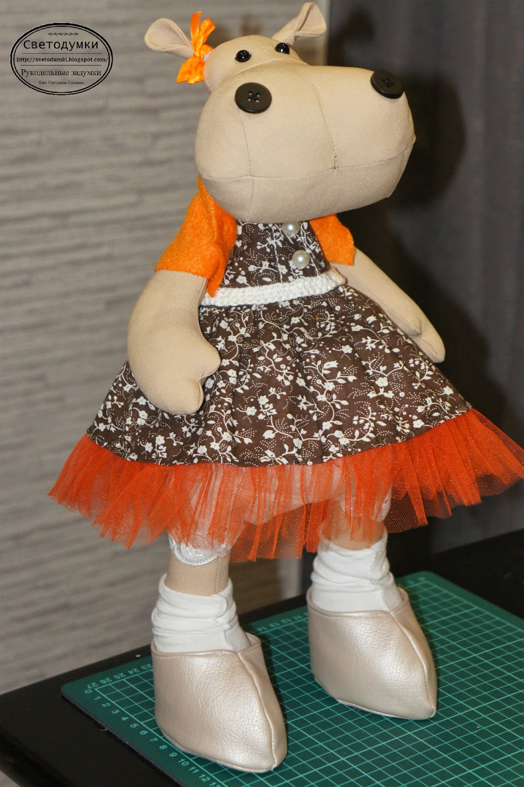 интерьерная игрушка, тильда бегемот, наряд, оранжевый, шоколадный