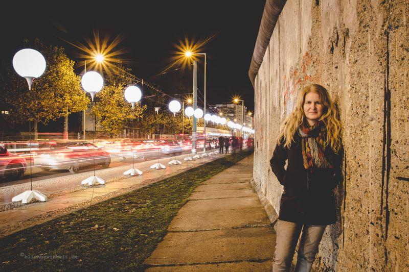 Inka an der Mauer und Ballons der Lichtgrenze