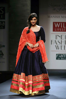 Parineeti Chopra Ramp walk Pictures at Wills India Fashion Week (13)
