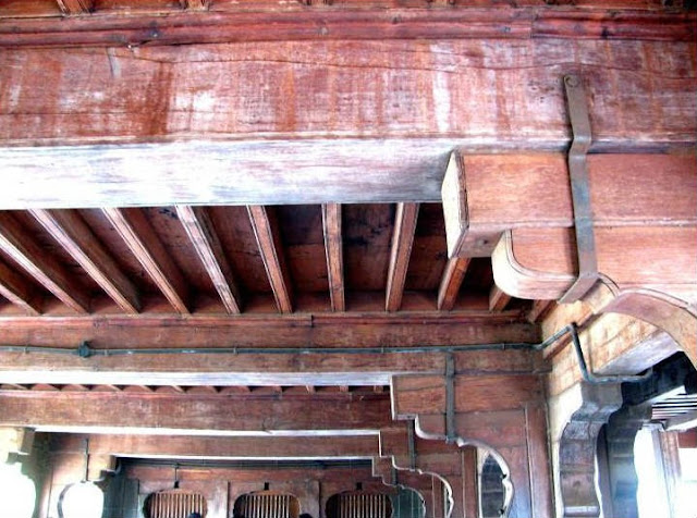 Carved teak arches in Shaniwarwada Fort