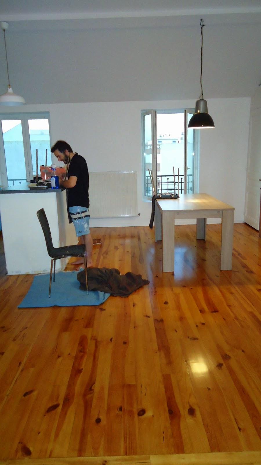 travaux de r novation de notre appartement plinthes salon et carrelage wc. Black Bedroom Furniture Sets. Home Design Ideas
