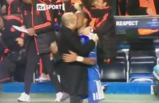 Roberto Di Matteo shares kiss Didier Drogba