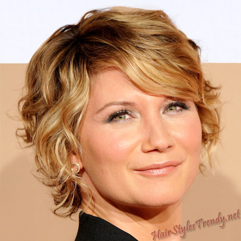 short haircuts for curly hair women. short hair styles for women