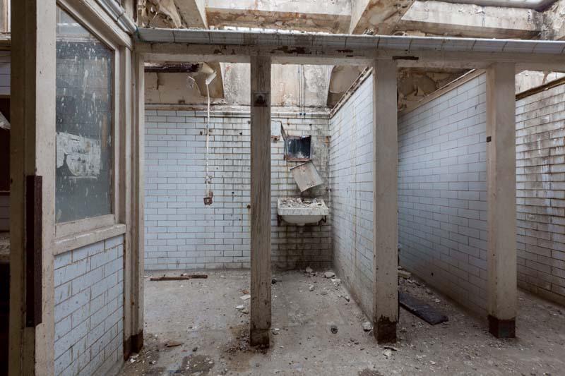 Mladá žena odkúpila verejné toalety v dezolátnom stave a prerobila ich na niečo úžasné
