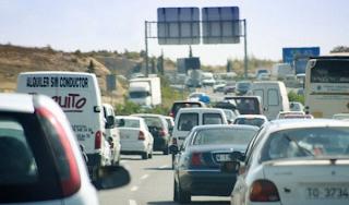 Retenciones en carreteras durante un puente