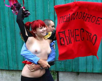 Фото Укринформ: активистка FEMEN протестует