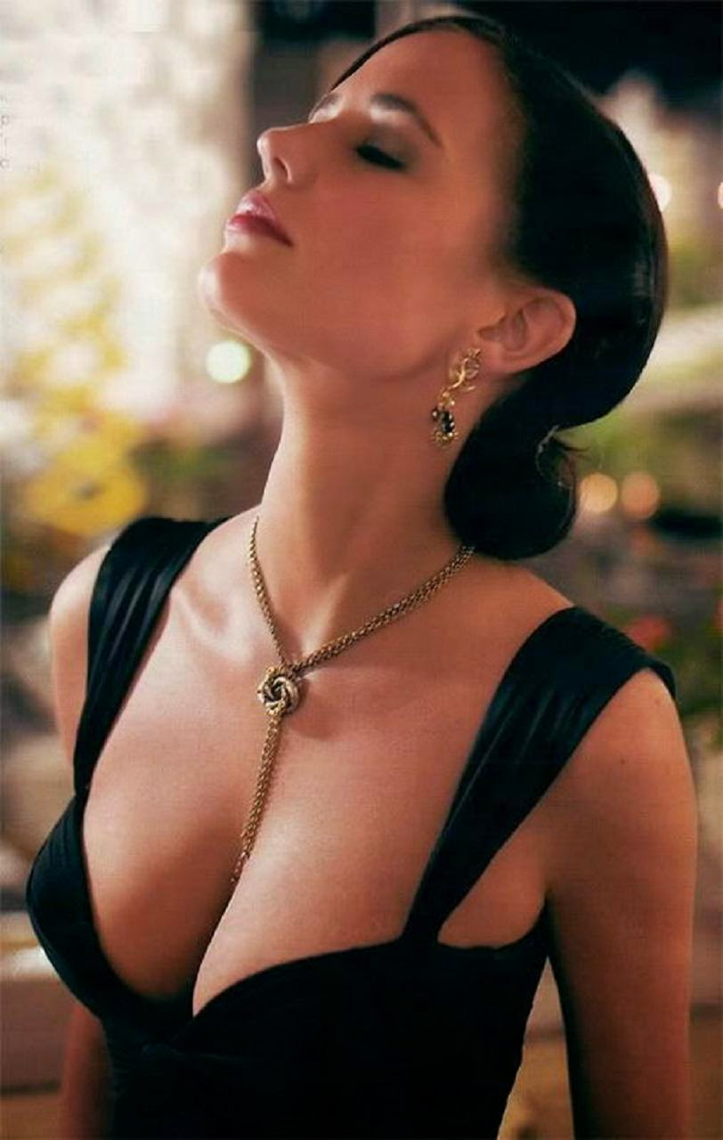 A bond girl Eva Green