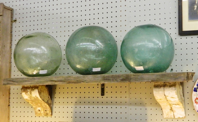 floating glass orbs via homeologymodernvintage.com